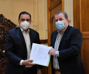 foto: Valdés firmó convenios con el intendente de Alvear para obras