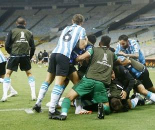 foto: Racing dio el golpe en el Maracaná y eliminó al Flamengo por penales