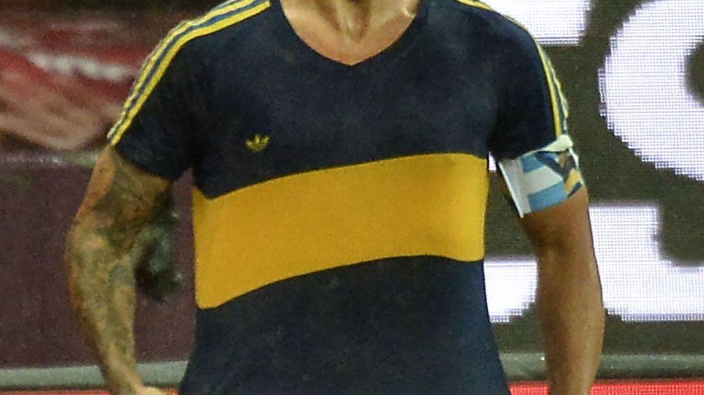 Tevez celebró el gol de Boca al Inter con la camiseta que usó Maradona