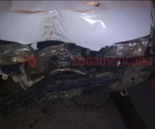foto: Robó un auto, se dio a la fuga y terminó incrustado contra un árbol