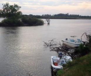 foto: Policía investiga la desaparición de un hombre en el río Corriente