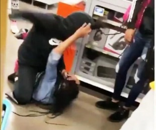 foto: Discutieron por una Playstation 5 y terminaron a las trompadas