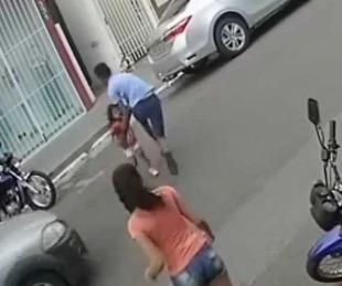 foto: Joven salva a su pequeña hermana de ser atropellada