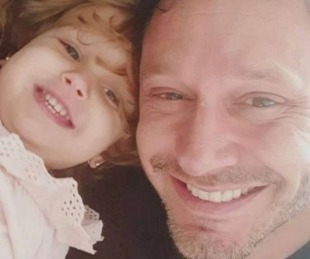 foto: Benjamín Vicuña se vistió de Papá Noel para sorprender a su hija Magnolia