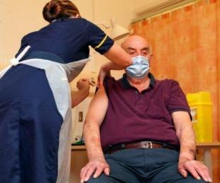 Reino Unido aplicó la primera vacuna de Oxford-AstraZeneca