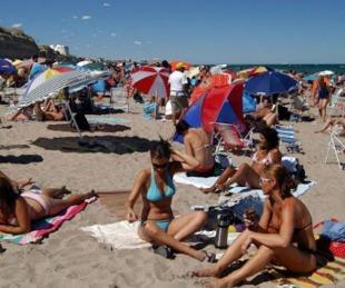 foto: Descartan suspender la temporada de verano por suba de casos