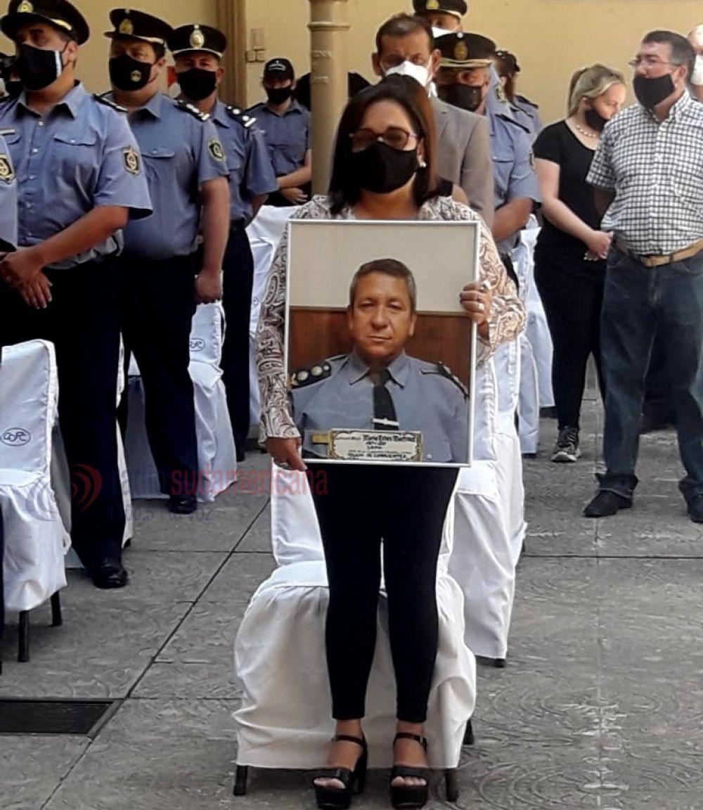 Corrientes: emotivo homenaje al policía que murió de coronavirus