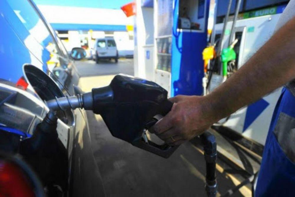 YPF aplicó el segundo aumento del año en el precio de combustibles