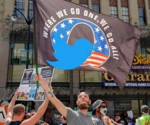 foto: Twitter borró 70.000 cuentas ligadas a QAnon, el movimiento de apoyo a Donald Trump