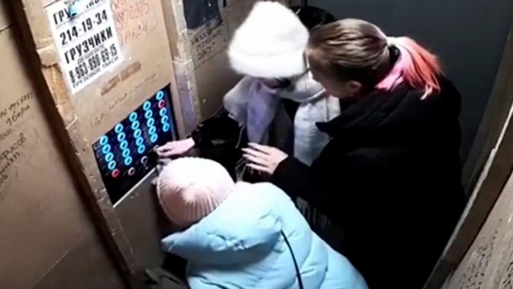 Un ascensor se precipitó al vacío con cuatro personas en su interior