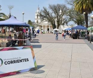 foto: Nueva presentación de la Feria de Artesanos en la plaza Cabral