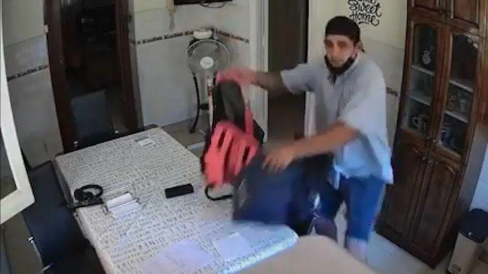 Video dramático: miró en vivo por su celular cómo le desvalijaban la casa