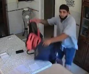 foto: Video dramático: miró en vivo por su celular cómo le desvalijaban la casa