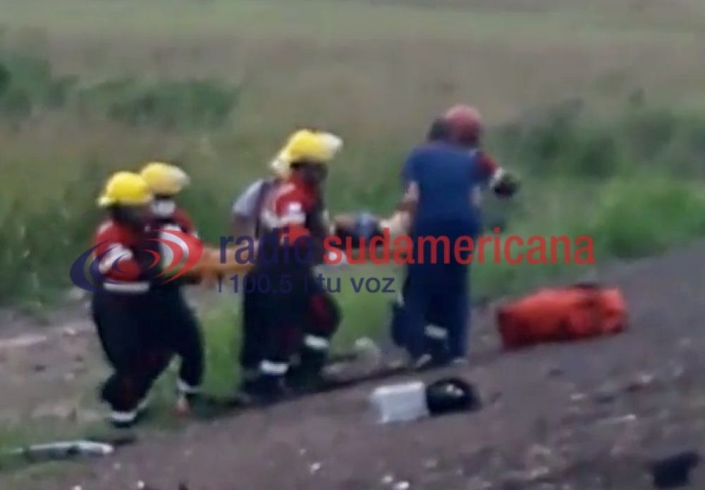 Videos: Bomberos rescataron a 5 personas tras despiste y vuelco