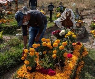 foto: Velaron a un tío y se contagiaron: 16 muertos, todos de la misma familia