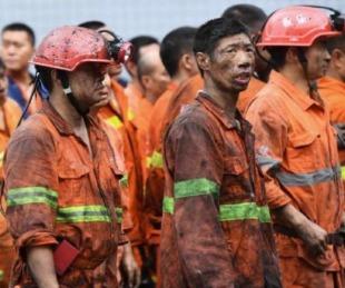 foto: Al menos 12 mineros están con vida atrapados bajo tierra desde hace una semana