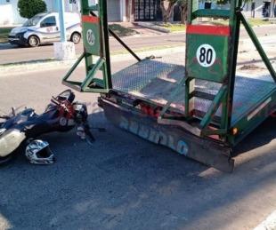 foto: Lo encandiló el sol y chocó contra un camión recolector de residuos
