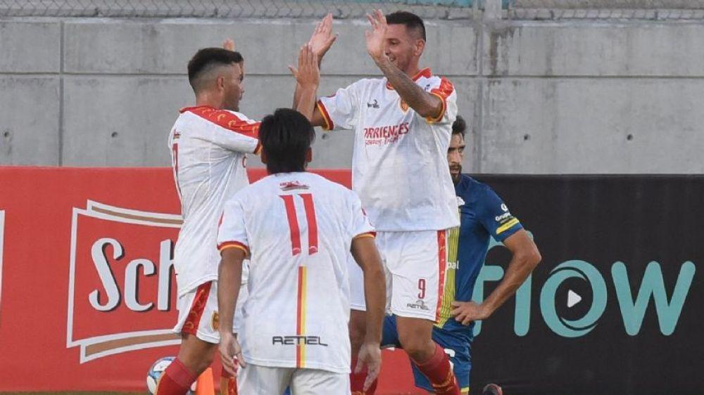 Boca Unidos goleó a Rosario Central y será rival de Godoy Cruz