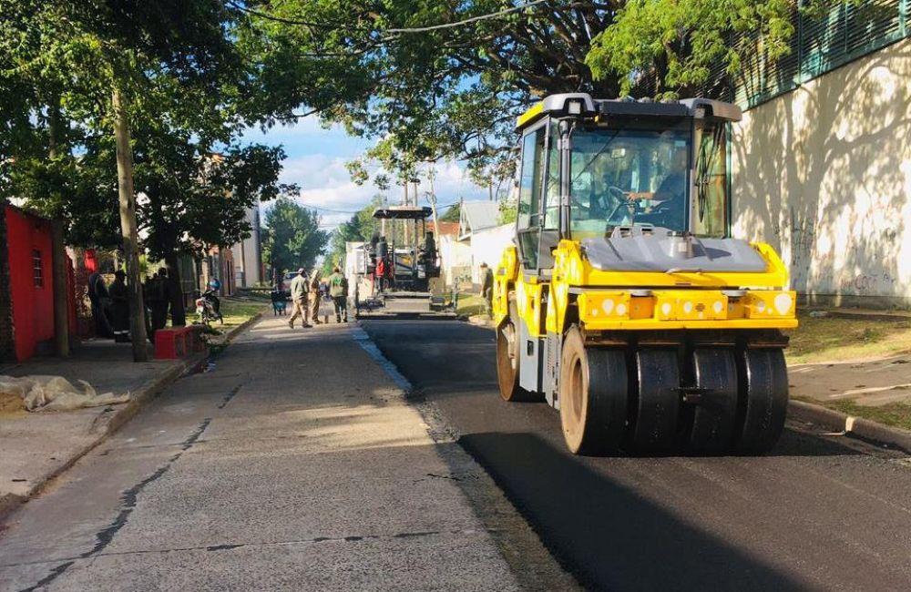 Provincia intensifica las obras de mejorado de calles con asfalto caliente