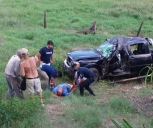 foto: Una camioneta despistó y volcó sobre Ruta Nacional Nº 118