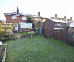foto: Venden una casa con la tumba del anterior dueño en el jardín