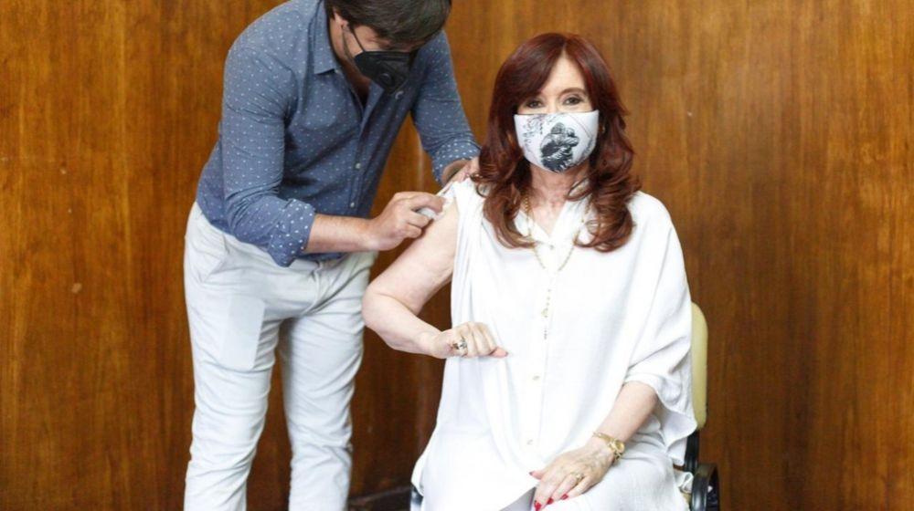 Cristina Fernández recibió la primera dosis de la vacuna rusa