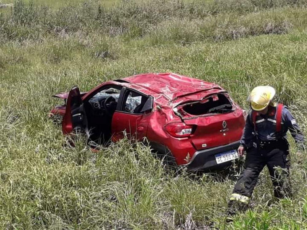 Tres mujeres lesionadas tras volcar el auto en el que viajaban