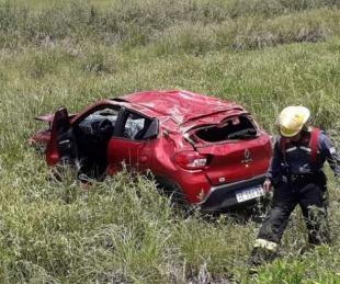 foto: Tres mujeres lesionadas tras volcar el auto en el que viajaban