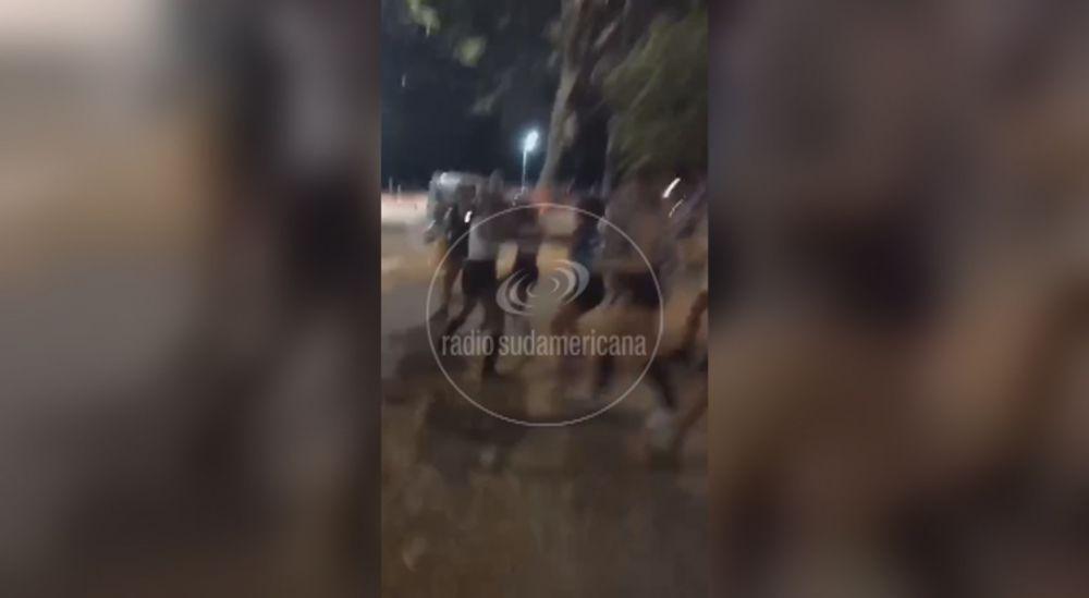 Grabaron supuesta pelea entre adolescentes en el Parque Mitre