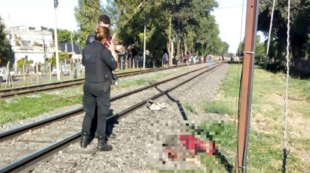 Su esposo la empujó a las vías y murió atropellada por un tren