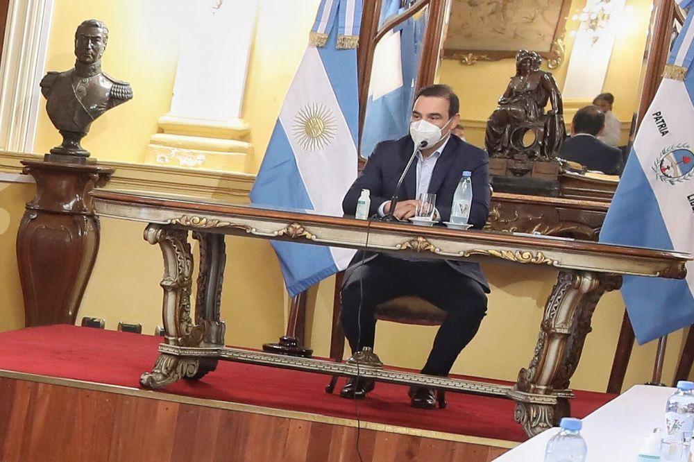 Gustavo Valdés inició la primera reunión de gabinete del año