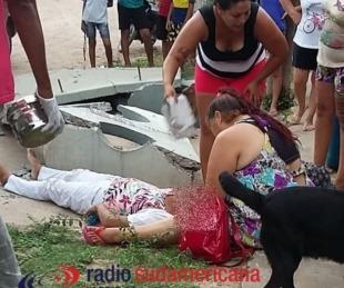 foto: Colectivo de línea chocó contra una garita, se derrumbó y murió una mujer