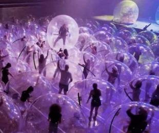 foto: La ingeniosa estrategia de una banda  para tocar en pandemia