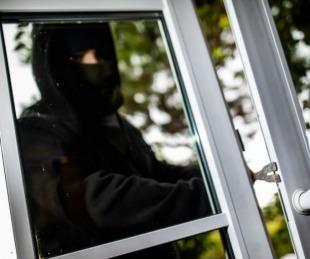 foto: Ladrón torpe: se dispara en una pierna intentando derribar una puerta