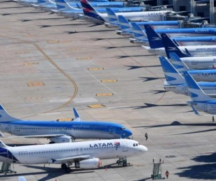 foto: Nuevo rebrote: limitan vuelos a EE.UU., Europa, México y Brasil
