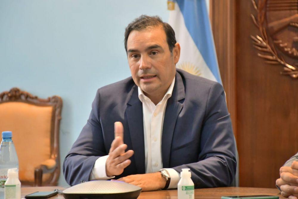 Valdés firmó tres convenios de obras con Nación para el interior