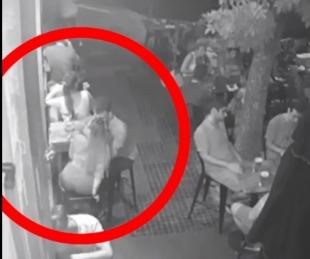 foto: Simulaban ser clientes y hurtaron una cartera a una pareja en un bar