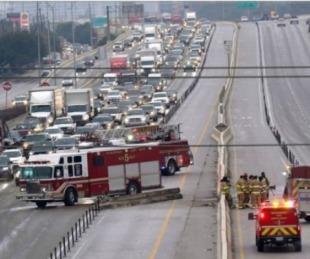 foto: Texas: accidente con casi 100 autos en una autopista congelada