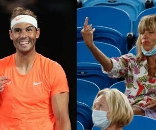 foto: Una mujer  le hizo un gesto obsceno a Rafael Nadal en pleno partido