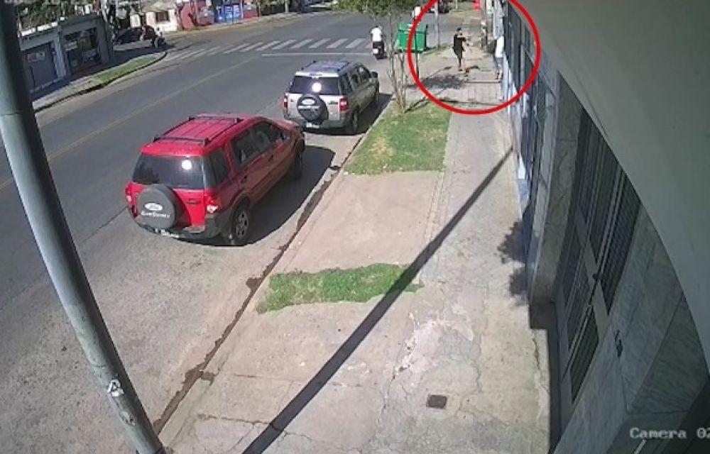 El video que muestra cómo un policía mató a un motochorro