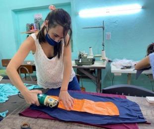 foto: Escuelas municipales elaboran turbantes para pacientes oncológicos