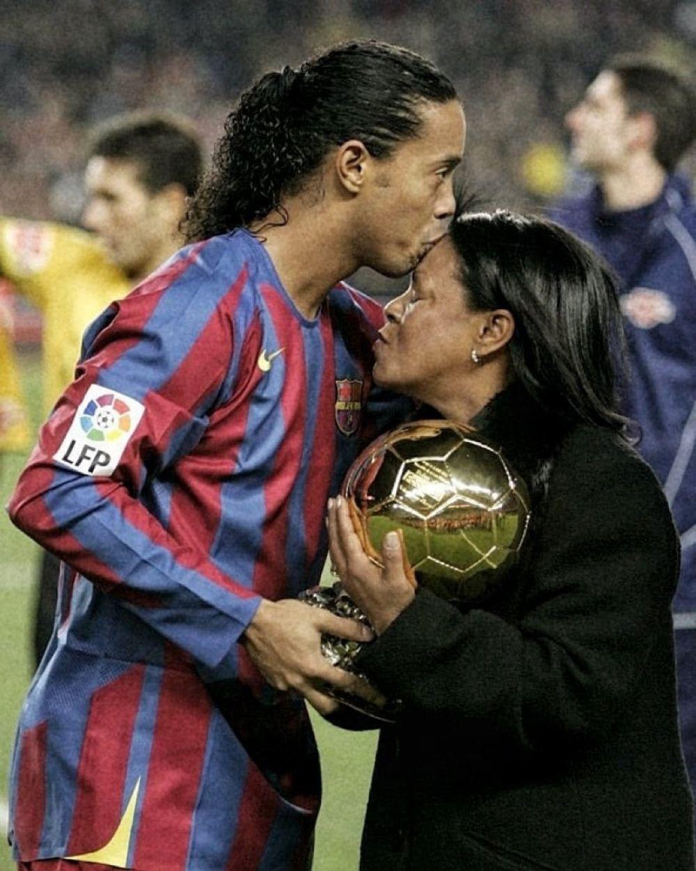 Tristeza en el fútbol: murió la mamá de Ronaldinho por coronavirus