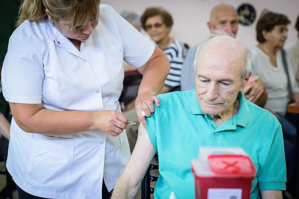 El viernes inicia plan de vacunación para adultos mayores en el interior