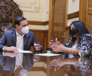 foto: Valdés firmó un convenio para obra de pavimento en Mariano Iloza