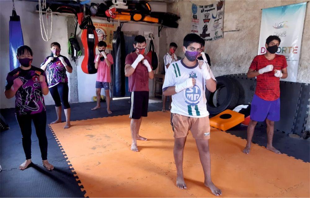 Con cupos completos se dictan clases municipales de Kickboxing