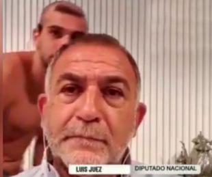 foto: El blooper de Luis Juez en una nota: su hijo pasó desnudo en cámara