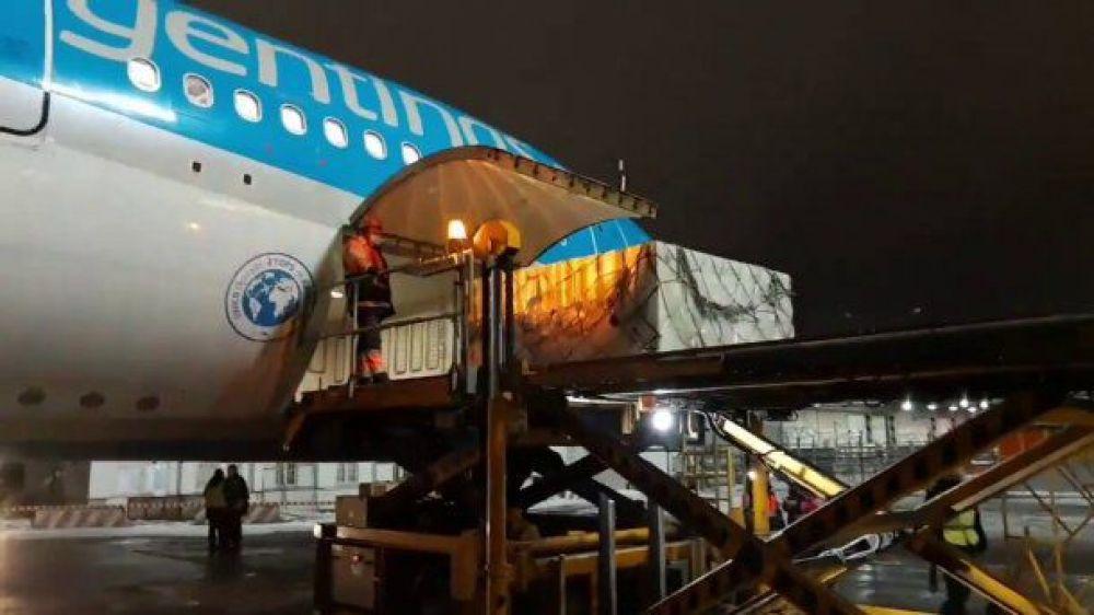 Llegó el avión de Aerolíneas que trajo más de 900 mil dosis de China