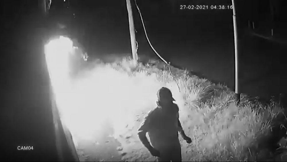 Video: así incendiaron una sede de La Cámpora en Buenos Aires