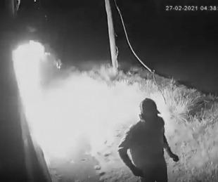foto: Video: así incendiaron una sede de La Cámpora en Buenos Aires