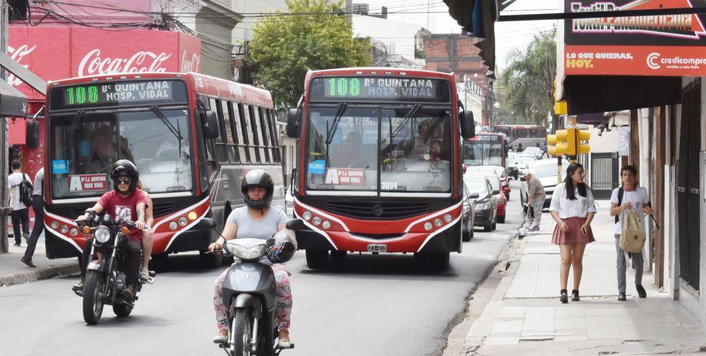 Multarán y detendrán la marcha de colectivos saturados de pasajeros